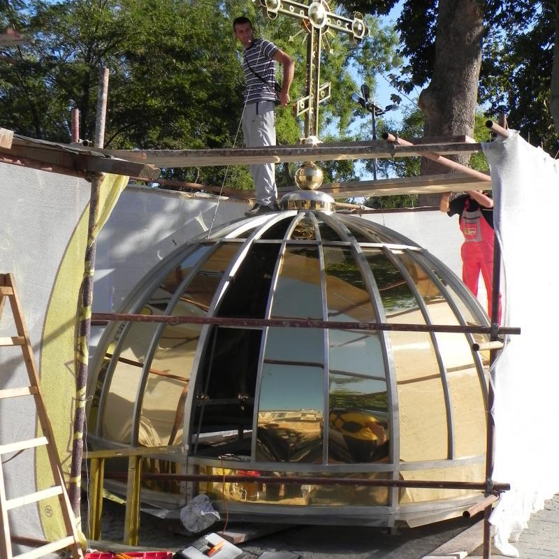 """В Созопол пристигнаха триметровият златен кръст и купълът за църквата """"Св.св.Кирил и Методий"""" 1"""