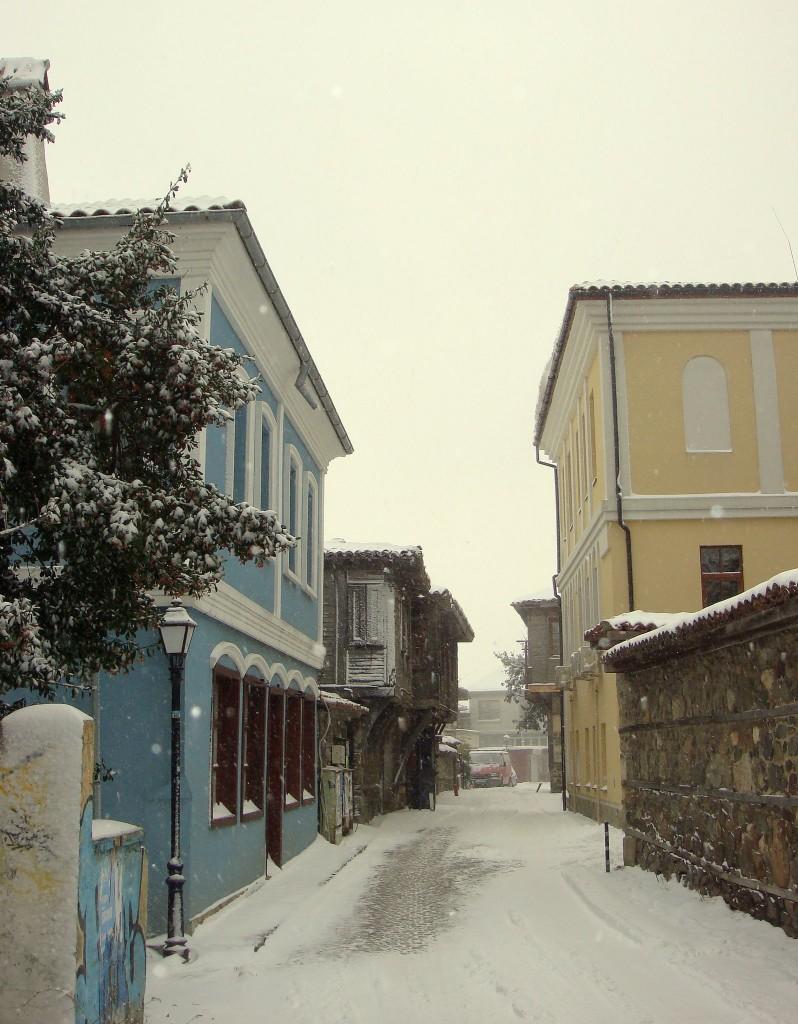 Пътищата в община Созопол се почистват и опесъчават 2