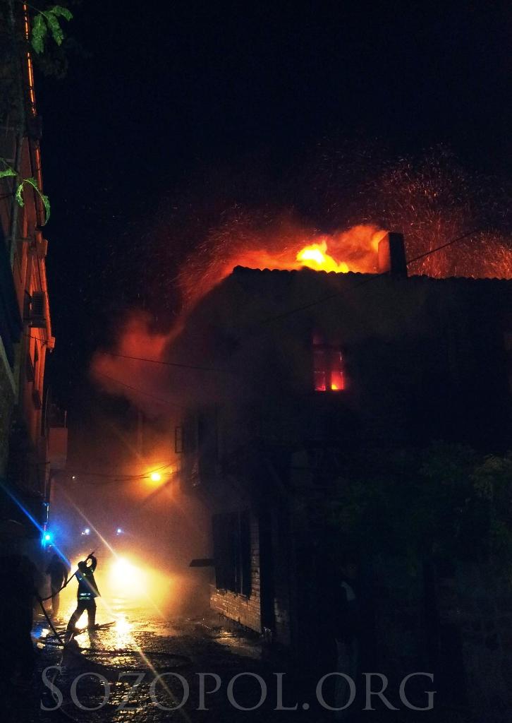 Трима души загинаха - изгоря паметник на културата в стария Созопол 5